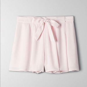 Aritzia Sunday Best flowy shorts